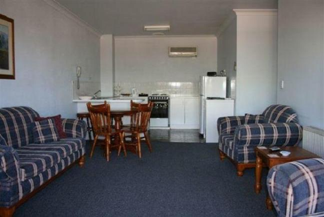 19 Room inner city leasehold motel in the NSW city of Armidale is offered for sale. image 5