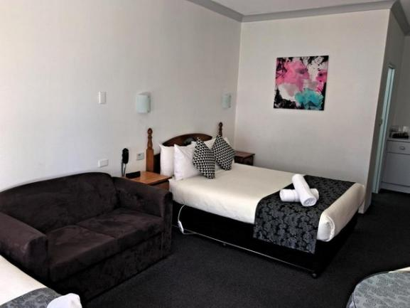 19 Room inner city leasehold motel in the NSW city of Armidale is offered for sale. image 7